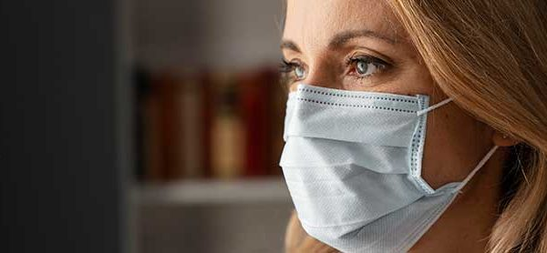 Woman counselor with face mask - Windward Way - Covid-19